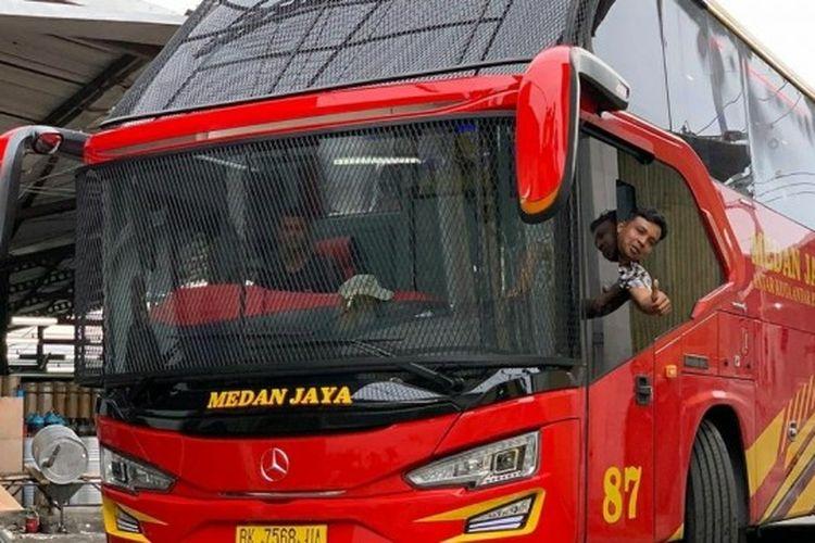 bus dengan tameng