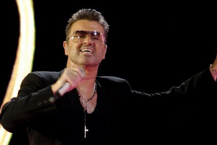 George Michael saat tampil di Bratislava pada 25 Mei 2007. Ia meninggal di usia 53 tahun pada 25 Desember 2016.