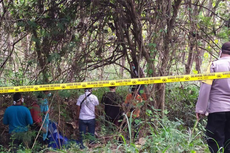 Sosok kerangka mayat ditemukan di dalam tengah hutan petak 10 RPH Sigagak, BKPH Sundulan, KPH Tuban, Desa Sumberjo, Kecamatan Widang, Tuban, Minggu (23/5/2021).