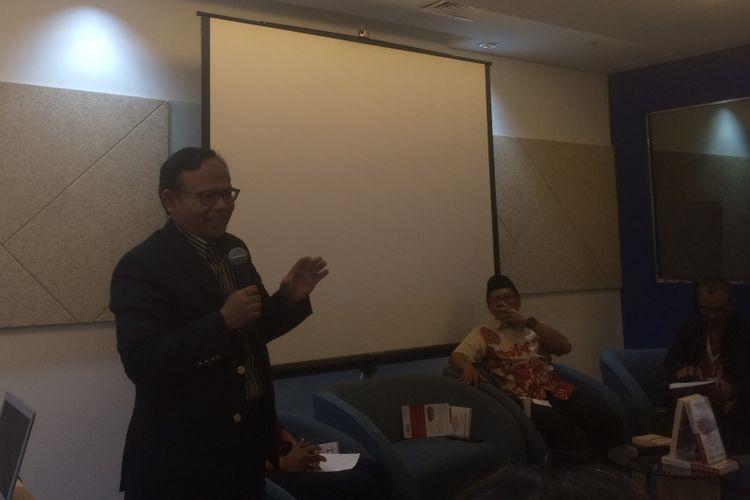"""Cendekiawan Muslim Komaruddin Hidayat saat  saat peluncuran dan diskusi buku """"Turki Revolusi Tak Pernah Berhenti"""" karya wartawan Trias Kuncahyono di Menara Kompas, Jakarta, Rabu (23/5/2018)."""