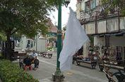 FOTO: Bendera Putih, Simbol Menyerah Pedagang Malioboro Dihantam Pandemi
