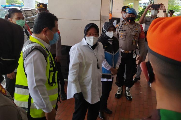 Menteri Sosial Tri Rismaharini ketika tiba di Terminal 2D Bandara Soekarno-Hatta, Senin (11/1/2021) siang.