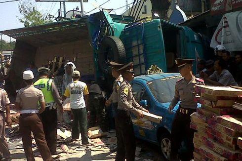 Rem Blong, Truk Hajar 5 Mobil dan Lindas Loper Koran
