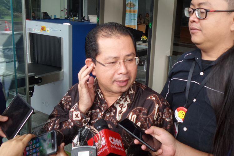 Wakil Bendahara Umum Partai Golkar Zulhendri Hasan seusai diperiksa di Gedung KPK Jakarta, Selasa (14/11/2017).