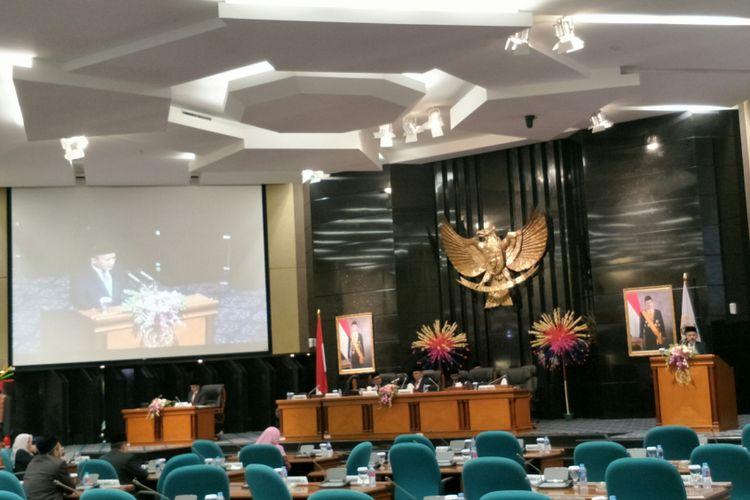 Rapat paripurna pemandangan fraksi-fraksi DPRD DKI terhadap rancangan peraturan daerah tentang APBD Perubahan 2018 di gedung DPRD DKI Jakarta, Jalan Kebon Sirih, Jakarta Pusat, Rabu (26/9/2018).