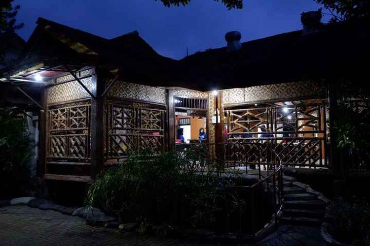 Rumah makan di Depok bernama Pondok Ikan Bakar Khas Kalimantan.