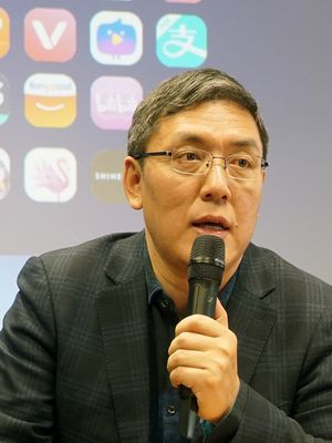 Vice President Consumer Mobile Services Huawei Jervis Su.