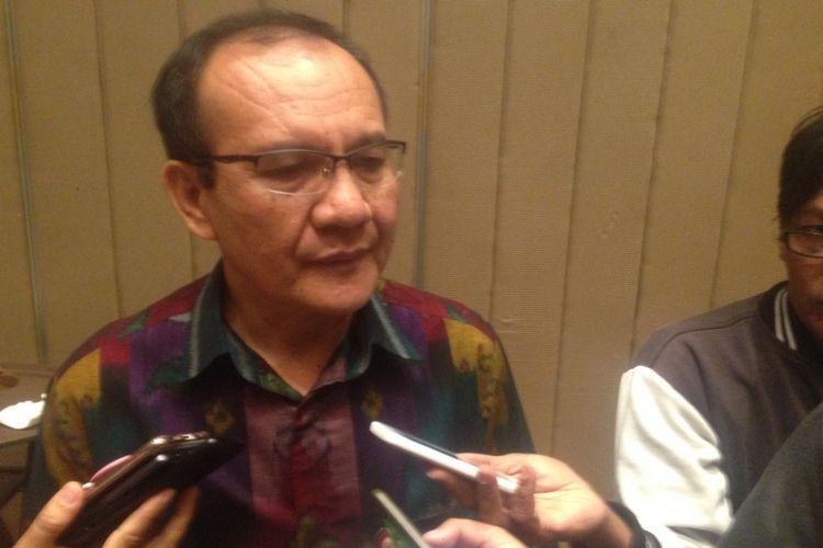 Kepala Satuan Tugas Waspada Investasi sekaligus Direktur Kebijakan dan Dukungan Penyidikan Otoritas Jasa Keuangan, Tongam L Tobing di Semarang, Jumat (24/8/2018).