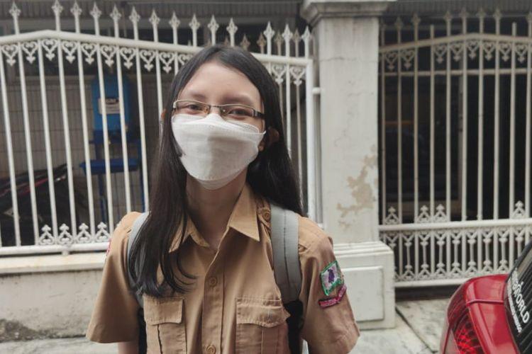 Jessica Anastasya, siswi kelas X SMK Bethel, Petamburan, usai uji coba pembelajaran tatap muka, Rabu (9/5/2021).
