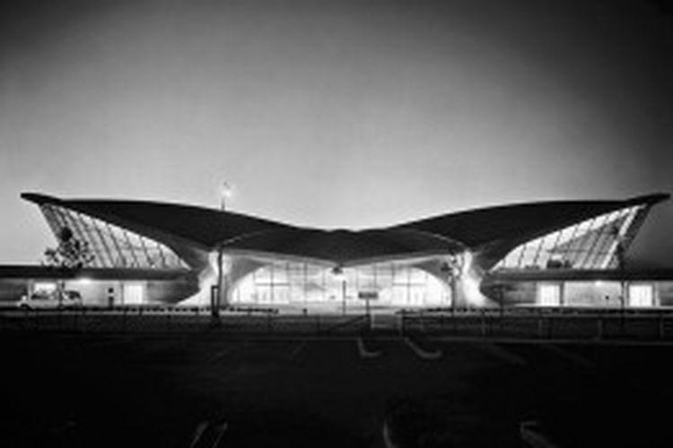 Dalam sebuah artikel dipublikasikan oleh Vanity Fair, Paul Goldberger menyamakan kondisi Worldport dengan terminal Trans World Airlines (TWA) di Bandara Internasional JFK.