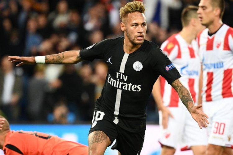 Selebrasi penyerang PSG, Neymar Jr, seusai mencetak gol ke gawang Red Star pada laga Grup C Liga Champios 2018-2019 di Stadion Parc des Princes, Paris, Prancis, Rabu (3/10/2018).