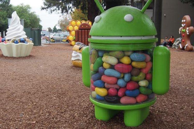 Patung robot hijau berisi Jelly Bean ini berdiri tegak di salah satu bagian Android Lawn di kantor Google