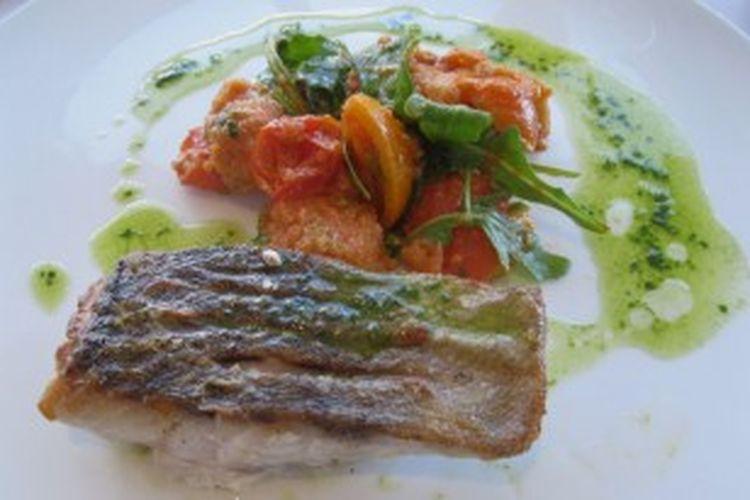 Salah satu hidangan utama santap siang di vie Bar + Restaurant, Palazzo Versace Gold Coast, Queensland, Australia:
