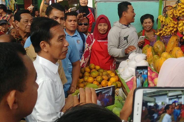 Presiden Joko Widodo blusukan di Pasar Kranggan, Yogyakarta, Rabu (25/7/2018)