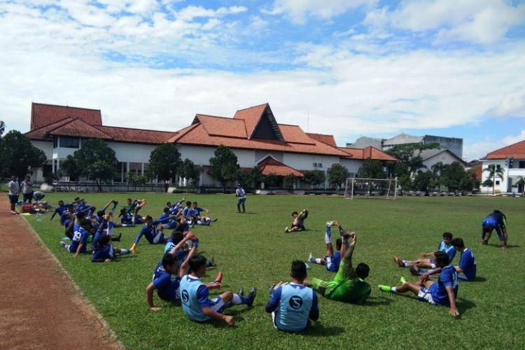 Para pemain Persib saat menjalani sesi latihan di Lapangan Sesko AD, Jalan Gatot Subroto, Senin (18/12/2017) pagi.