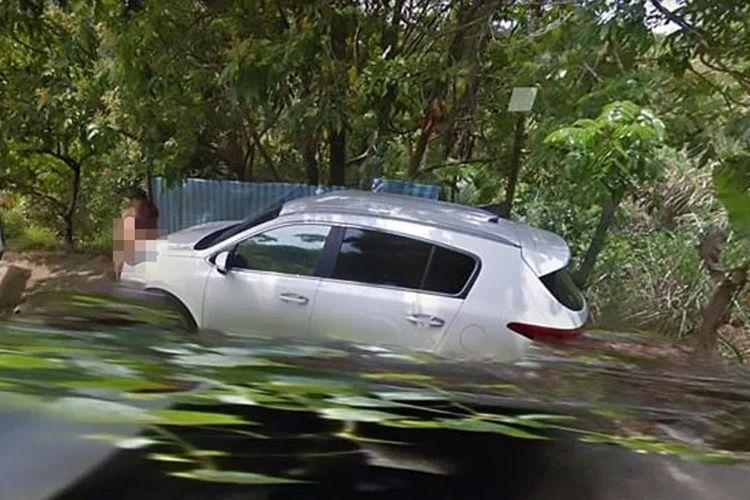 gambar dari Google Street View yang memperlihatkan pasangan tanpa busana di Shantian Road, Taiwan