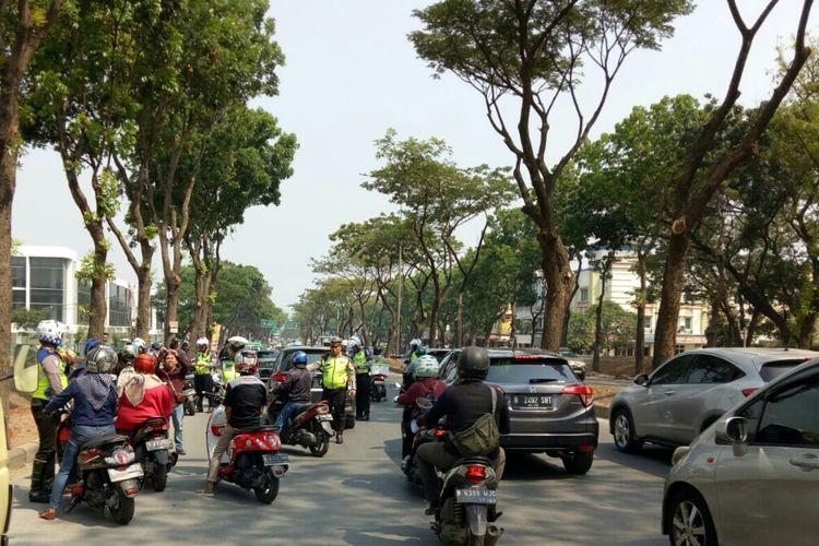 Satuan Lalu Lintas Polres Tangerang Selatan menggelar Operasi Zebra Jaya 2019 di Jalan Letnan Sutopo, BSD Serpong, Tangerang Selatan, Rabu (23/10/2019)