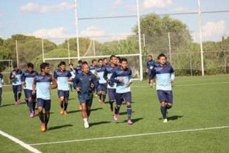 Sesi latihan perdana timnas U-19 di Madrid, Spanyol, Minggu (14/9/2014).
