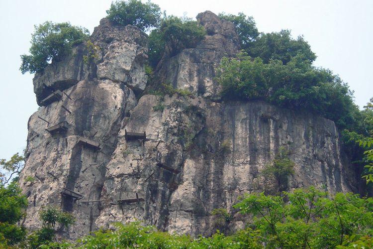 Peti gantung di Provinsi Sichuan, China.