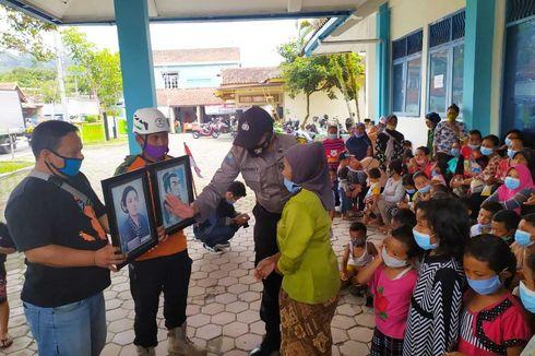 Kemeriahan Anak-anak Pengungsi Merapi Peringati Hari Pahlawan