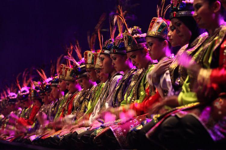 Tari Saman, tarian tradisional dari Aceh DOK. Shutterstock/Misbachul Munir