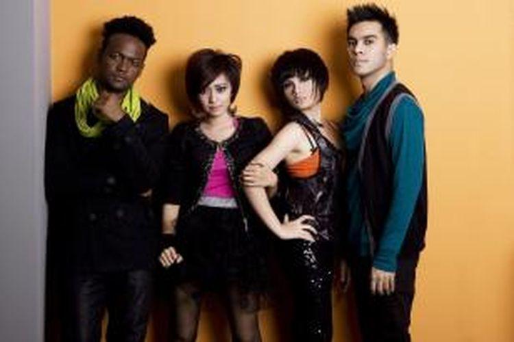 Grup vokal Tangga (dari kiri ke kanan):  Mohammed Kamga, Nerra Merlin, Chevrina Anayang, dan Tahir Hadiwijoyo.