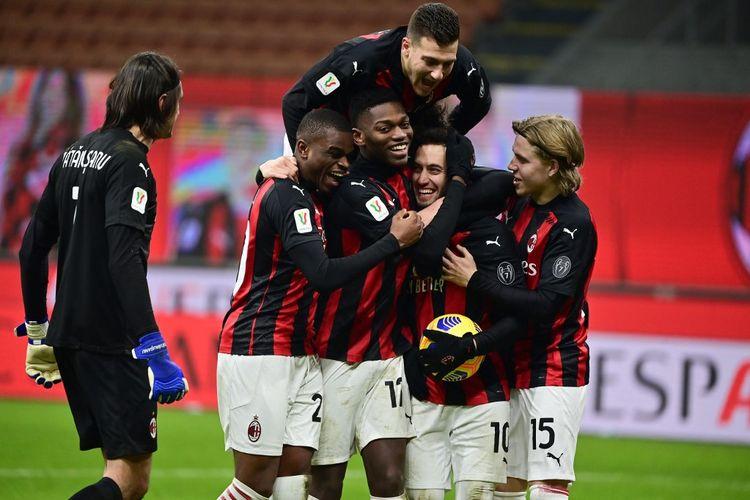 Para pemain AC Milan merayakan kelolosan mereka ke perempat final Coppa Italia 2020-2021 usai menang adu penalti (5-4) atas Torino di Stadion San Siro, Selasa (12/1/2021) atau Rabu dini hari WIB.