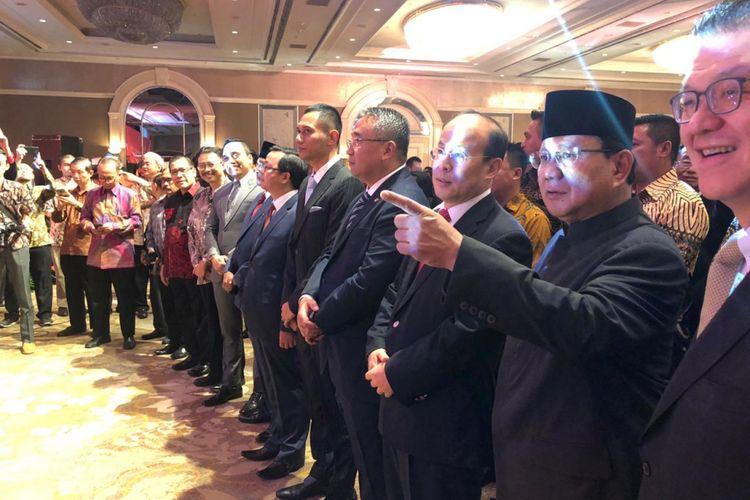 Calon presiden nomor urut 02, Prabowo Subianto dan Komandan Komando Tugas Bersama (Kogasma) Partai dan Demokrat Agus Harimurti Yudhoyono (AHY) menghadiri hari kemerdekaan ke-69 China yang digelar di Ballroom Shangrilla hotel, Jakarta, Kamis malam.