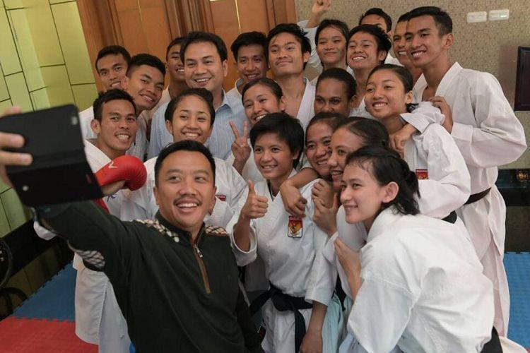 Menpora Imam Nahrawi saat meninjau Pemusatan Latihan Nasional (Pelatnas) Karate, di The Bellezza Albergo Tower Lantai 6, Jl. Letjen Soepeno No. 34, Arteri Permata Hijau, Jakarta Selatan, Jumat (9/6)