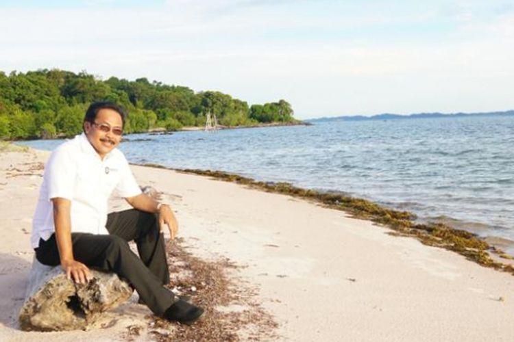 Gubernur Kepulauan Riau (Kepri) Nurdin Basirun saat megunjungi Pulau Duyung yang ada di Kabupaten Lingga, Selasa (11/9/2018). Dia akan menjadikan pulau ini sebagai salah satu destinasi pariwisata di Kepri untuk penambah PAD Kepri.