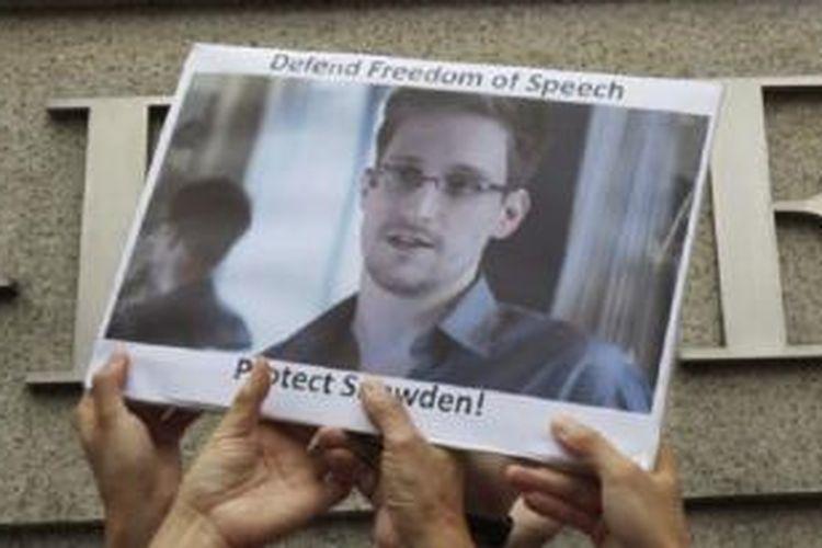 Sebuah jajak pendapat mendapati lebih banyak warga AS (55 persen) yang menilai Edward Snowden bukanlah seorang pengkhianat