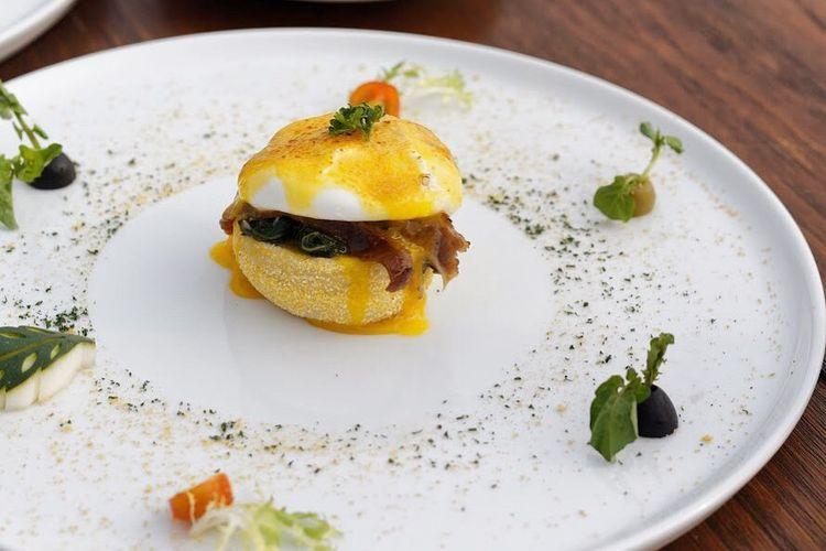 Eggs Benedict ala Mata Langit.