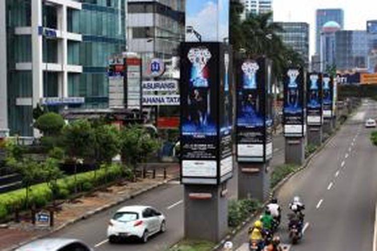 Tiang-tiang monorel milik Adhi Karya di Kawasan Kuningan, Jakarta Selatan