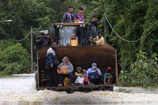 Desa di Malaysia Pakai Ekskavator untuk Evakuasi Korban Banjir