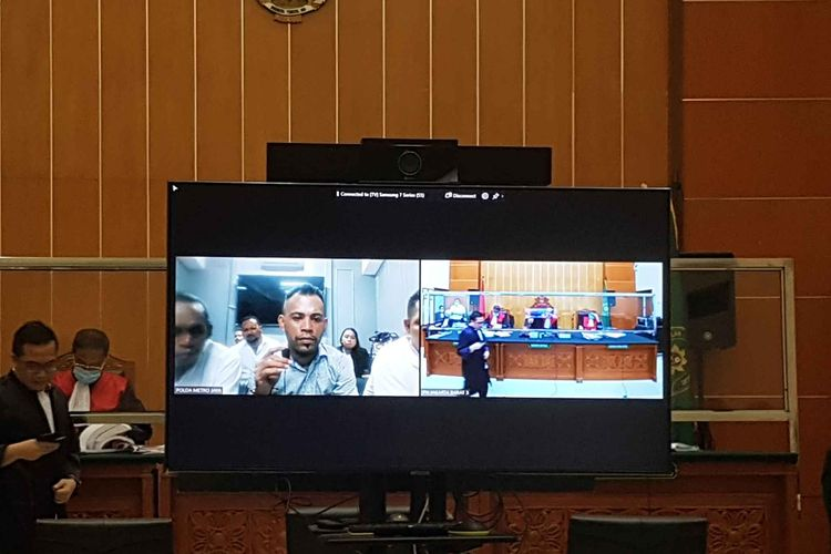 Sidang perkara pembunuhan berencana dan pengeroyokan yang menjerat John Kei dan kawan-kawan kembali digelar Selasa (4/5/2021) di Pengadilan Negeri Jakarta Barat.