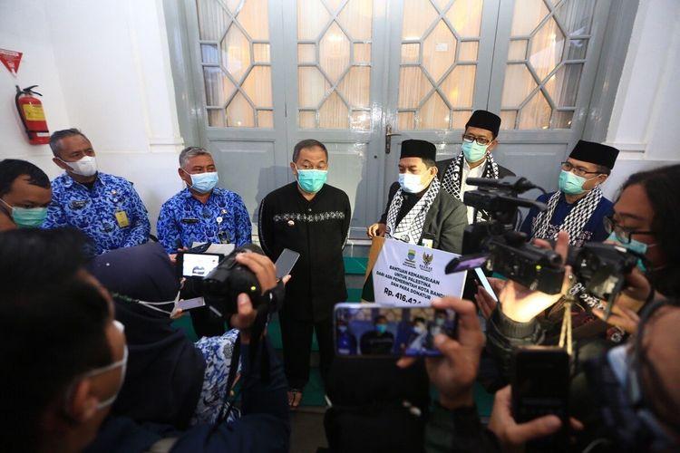 Pemerintah Kota (Pemkot) Bandung berhasilmengumpulkan uang sebesar Rp.416.424.321 untuk disumbangkan kepada warga Palestina.