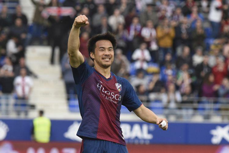 Pemain SD Huesca Shinji Okazaki.