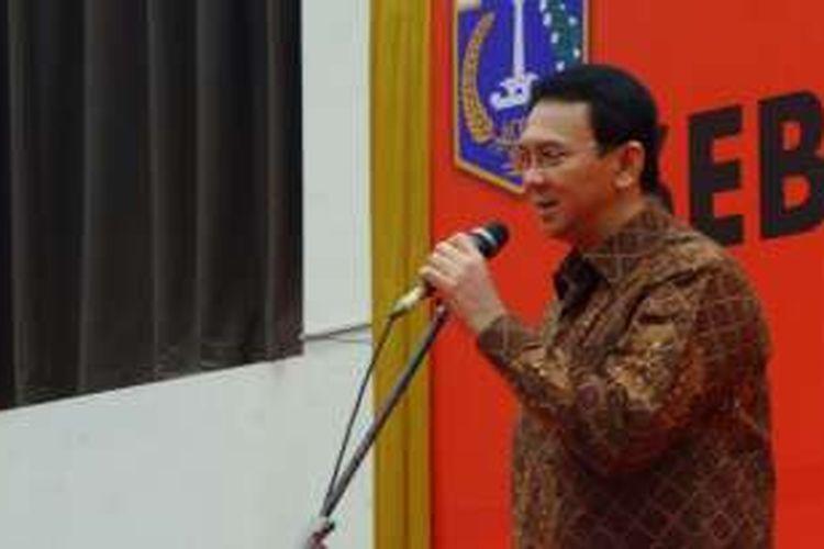 Gubernur DKI Jakarta Basuki Tjahaja Purnama memberi motivasi kepada Pembantu Pembina Keluarga Berencana (PPKB) RW di Ecovention, Ancol, Selasa (26/7/2016).