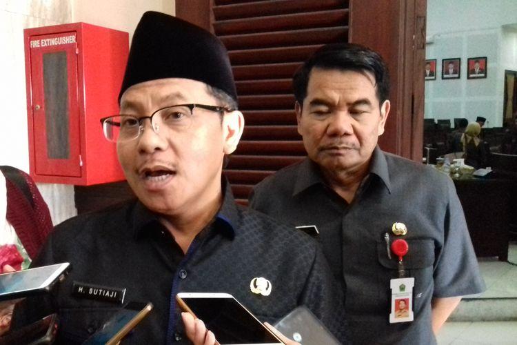 Wali Kota Malang Sutiaji saat diwawancara usai rapat paripurna di Gedung DPRD Kota Malang, Senin (17/6/2019)