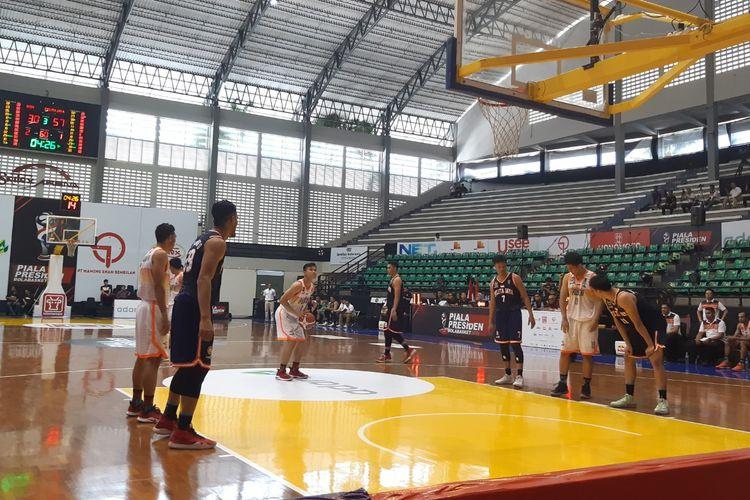 Laga NSH Jakarta vs Pelita Jaya di GOR Sritex Arena, Solo, pada Rabu (20/11/2019)