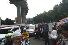 Demo di Depan Kedubes India, Rasuna Said Macet
