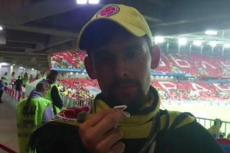 Fan timnas Kolombia, Felipe, memberikan opininya pasca-pertandingan babak 16 besar Piala Dunia 2018 antara Kolombia vs Inggris di Spartak Stadium, Moskow, 3 Juli 2018.