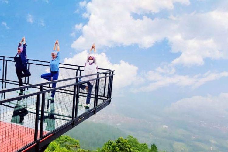 Tempat wisata bernama Awang Awang Sky View di Kabupaten Magelang, Jawa Tengah.