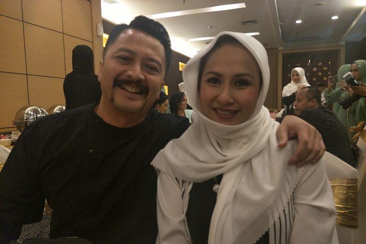 Pasangan selebritas Ferry Maryadi dan Deswita Maharani saat ditemui di kawasan TB Simatupang, Selasa (21/5/2019).