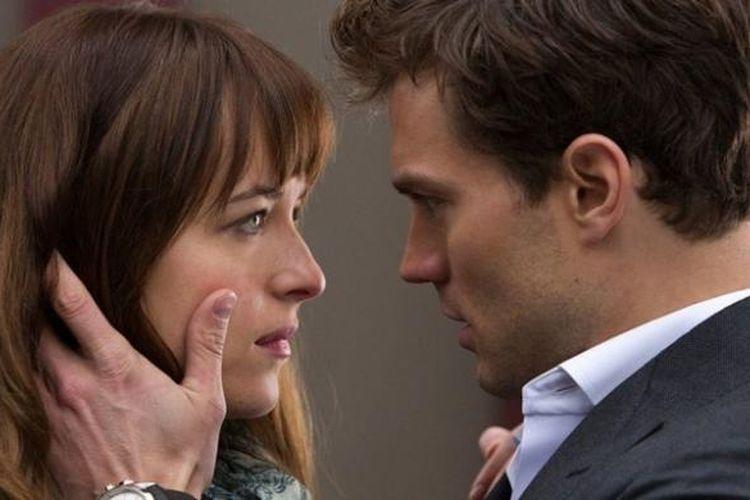 Salah satu adegan romantis dalam film erotis Fifty Shades of Grey