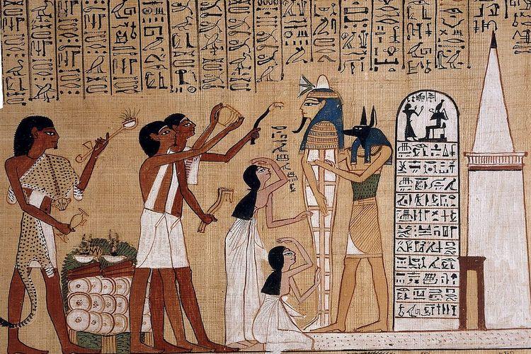 Papirus Mesir Kuno dari Kitab Orang Mati Hunefer. Sebelum kertas lahir, papirus yang menjadi asal kata paper, menjadi media tulis pertama yang banyak digunakan di zaman kuno. Papirus terbuat dari tanaman alang-alang yang banyak tumbuh di sepanjang Sungai Nil.