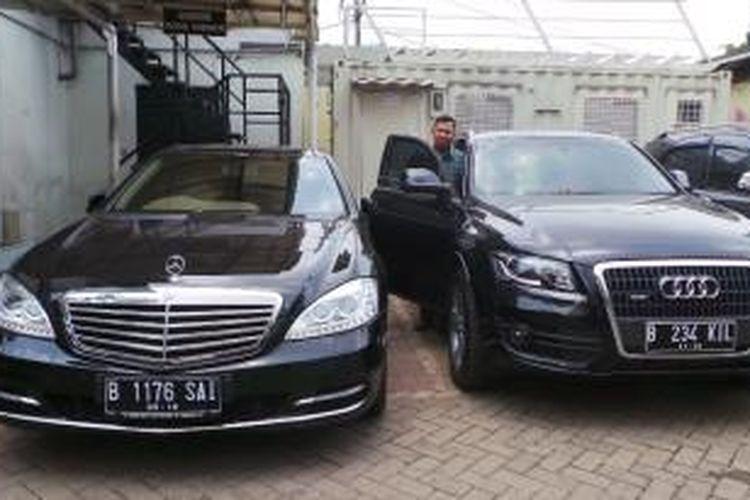 Mobil-mobil mewah milik Ketua Mahkamah Konstitusi (MK) nonaktif Akil Mochtar, yang disita KPK. Mobil-mobil yang disita yaitu Mercedes Benz S 350, Audi Q5, dan Toyota Crown Athlete.