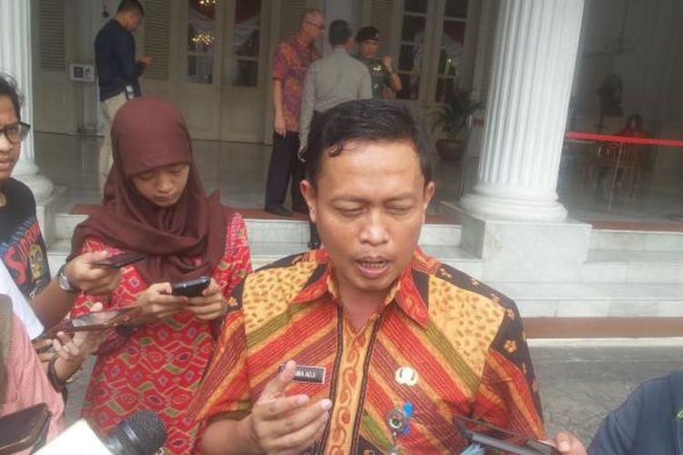 Kepala Dinas Kebersihan DKI Jakarta Isnawa Aji di Balai Kota, Jumat (24/6/2016)