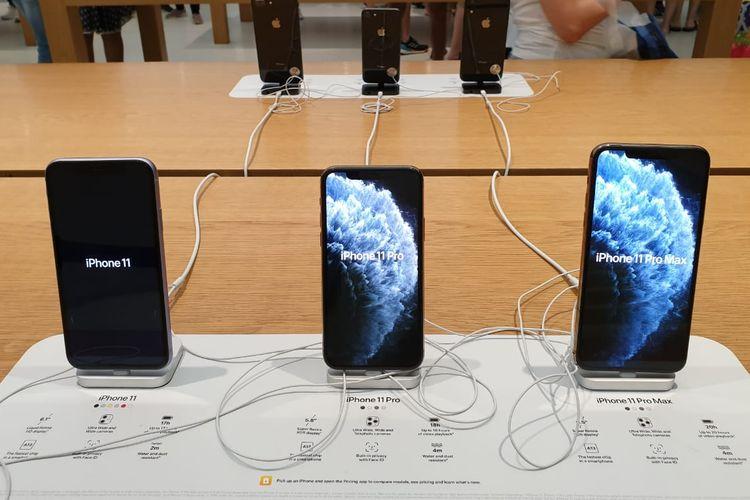 iPhone 11 series yang terpajang di salah satu Apple Store di Singapura.