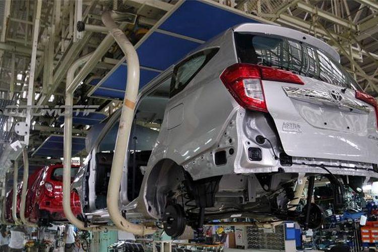 Toyota Calya dirakit di pabrik Daihatsu di Karawang, Jawa Barat.